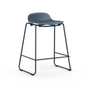 Krzesło Barowe Form Na Lakierowanych Płozach Niebieskie Normann Copenhagen